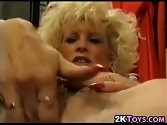 blonde d like to fuck masturbating