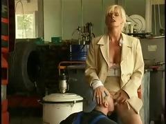 alexandra ross - la patronne du garage et les